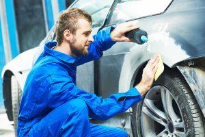 Auto,Mechanic,Worker,Applying,Washing,Car,Body,Preparing,For,Painting